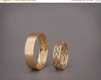 SALE! 14K Gold Eternity Wedding Rings set with Prnicess cut Emaerald|Handmade 14k gold eternity wedding Rings|His and Hers Wedding Bands Set