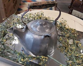 2 Vintage Griswold 5 Quart Colonial Safety Fill Aluminum Teapot Kettle & Wagner Tea Kettle 106B