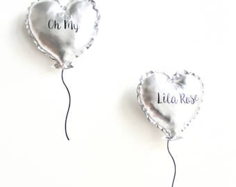 Duo of cushions puffed silver heart and its customizable stickers kit.