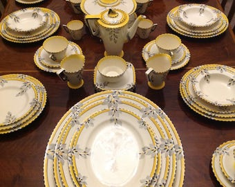 A burliegh ware zenith sunburst  100 piece tea and dinner set