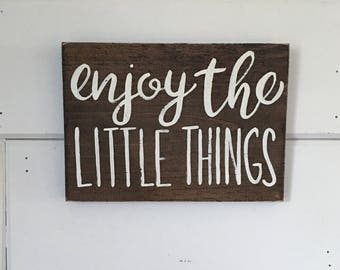 """Hand Painted """"Enjoy The Little Things"""" Sign // Housewarming Gift // Living Room Decor // Bedroom Decor // Inspirational Sign// Explore Sign"""