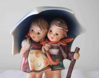 Adorable TMK 3 Stormy Weather Goebel Hummel Umbrella Figurine #71  Wondeful condition