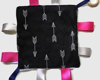 Sensory Blanket - Teething Taggie Black Arrows