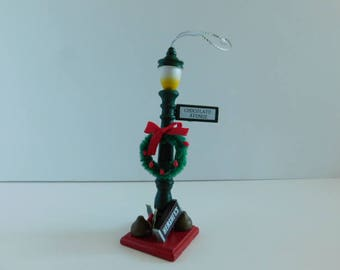 Hershey's Collector Series Ornament / Kurt S Adler, Vintage Hersheys Christmas Ornament, Lamp post with wreath, Hershey Collectible Ornament