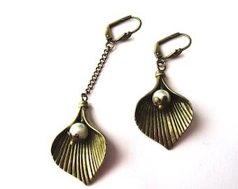Asymmetrical earrings retro petal and Pearl
