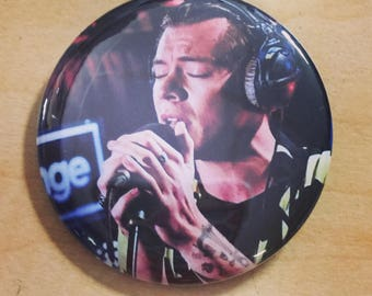 Harry Styles 2.25 inch pinback button-New 9/2017 Sign of the Times