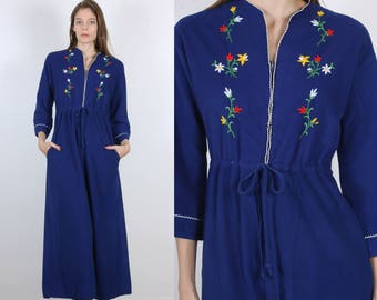 70s Velour Robe // Vintage Housecoat Pockets Maxi Embroidered Floral Zip Up - Small to Medium
