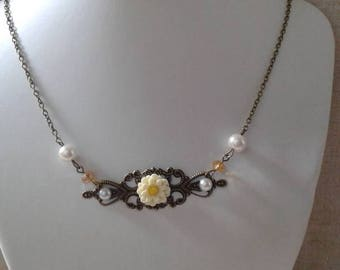 "necklace ""stamp and small ivory flower"""