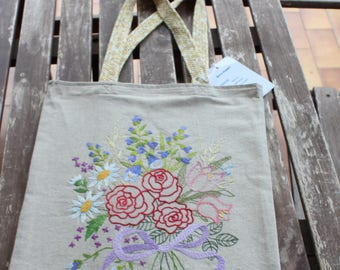 Shopper bag with handmade embroidery