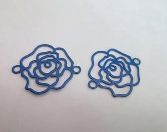 2 estampes fleurs / connecteur filigrane bleu 15 x 13 mm