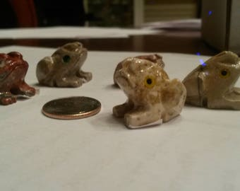 Small stone Frog sculpture handmade in Peru Onyx