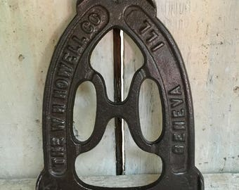 Vintage The WH Howell Iron Rest/Trivet