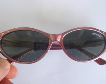 Retro Lady's Sunglasses, Vintage 1980s Style, Purple Red  Plastic Frames Sunglasses