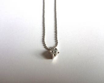 Silver and small ball chain necklace in silver