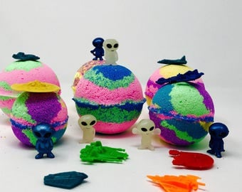 3 or 5 7.0 oz Alien & Battle Space ship Inspired Bath Bomb Party Favor Set with Surprise Toy Figures Inside Each Bath Bomb