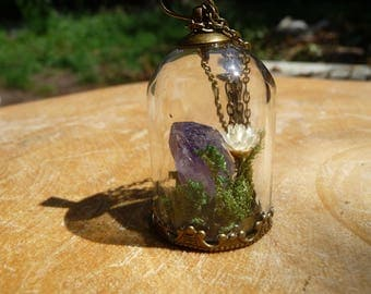 Beautiful necklace with a little garden and amethist / amethyst, inside a glass stolp