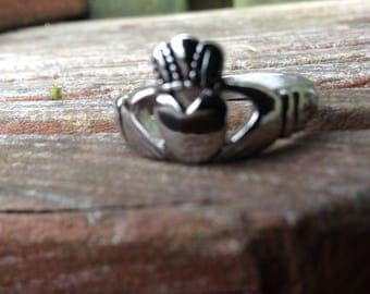 Irish Claddagh Ring, Size 5, 9, Claddagh , Ireland, Irish, Irishjewellry, friendship, love, loyalty, theirishpenny, irlanda, visitireland