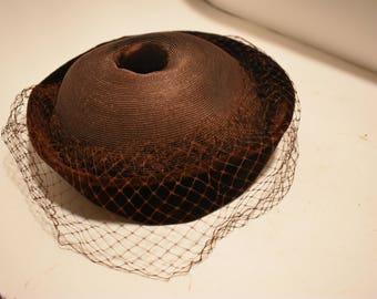 Vintage women' hat velvet pillbox with netting