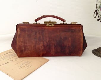Vintage purse/bag/Bezace of doctor 1920 leather and brass closure.
