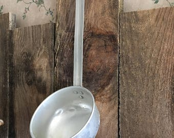Aluminum ling handle ladle