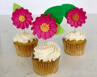 Paper daisy cupcake toppers