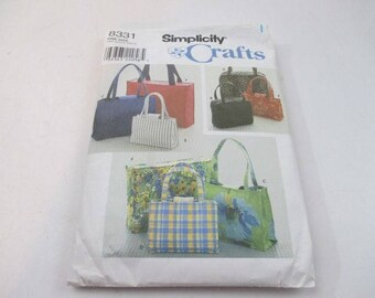 Simplicity Crafts sewing pattern for handbags in two or three sizes and tote pattern 8331