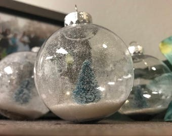 Snow Globe : Christmas Tree Ornament