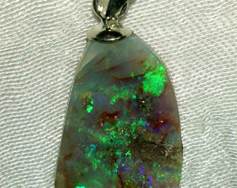 Semi raw-4.65 ct Opal pendant