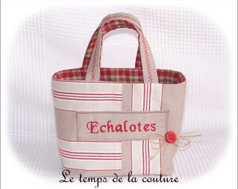 "Kitchen - Basket or bag - shades of ecru, beige, red and green - embroidered ""Shallots"" - hand made."