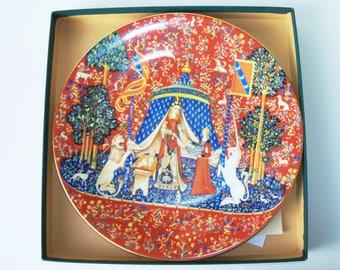 Vintage Limoges La Dame a la Licorne decorative porcelain plate. France (#EV147)