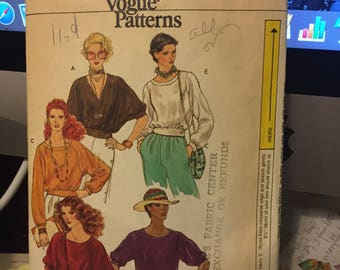 Vintage Very Easy Vogue Pattern 7393 misses' top - size small