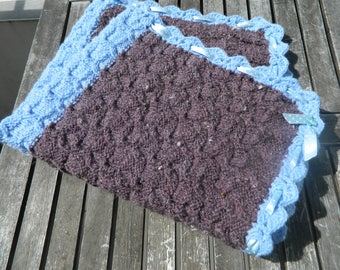Baby blanket personalized with a blue small polka dot Ribbon and fancy buttons, wool