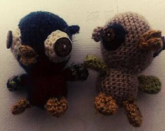 2 small owl toys