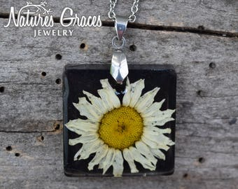 Daisy Pendant / Wildflower Necklace / Real Flower Necklace