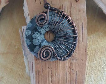 Wire wrap pendant with gemstone