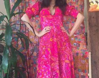 Sexy Butterfly Psychedelic 60s Low Cut Busty Maxi Dress with Puff Sleeves Size XS / Small