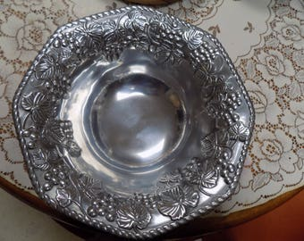 "Lenox Grape Leaf Designed Salad Bowl w/ Silver Finish Made of Metal 12 "" Width Perfect See Pics"