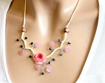 Necklace black rose and vanilla flower cold porcelain.