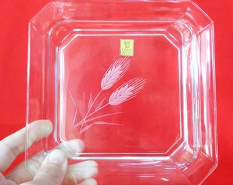 VJ717:Fine Kagami Crystal plate,Top quality heavy Crystal glass plate with cut/engraving floral pattern,Rare,Handmade in Japan,SPECIAL PRICE