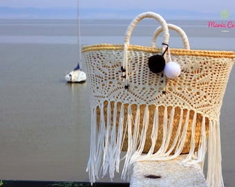 Basket Joan in palm leaf made by Portuguese artisans and personalized in lace by MariaCesta