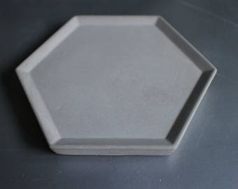 Cups, plates, coasters made of concrete.