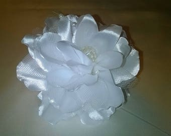Flower hair clip made kanzashi way Ribbon white satin and white tulle and pearls