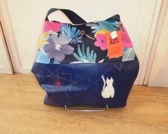 The cat fun bag blue fancy white cat