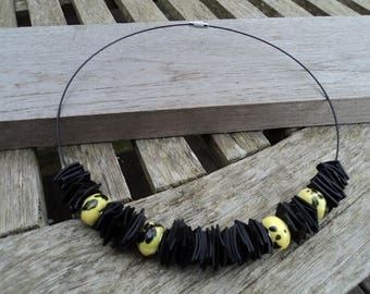 Necklace in inner inner and black and yellow porcelain beads - vegan leather necklace - the Choker necklace - yellow and black necklace