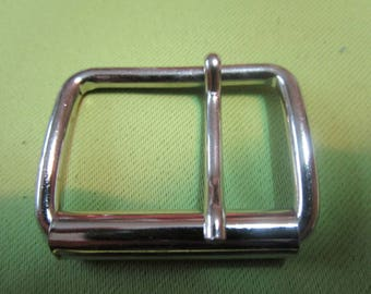 a very roll solid metal buckle