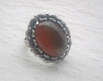 Ring: two-tone shades striated agate
