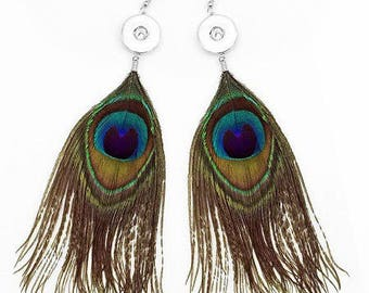 Stunning pair of earrings, chunk snaps and natural peacock feathers