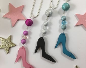 Necklace Silver Blue, pink or black pumps and pearls