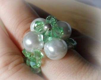 Woven green and white flower ring