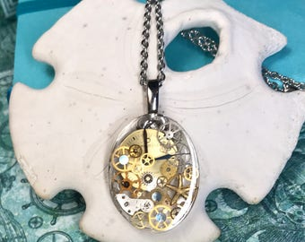 Steampunk Timepiece Pendant with Vintage Watch Parts and Gears in Resin (116)